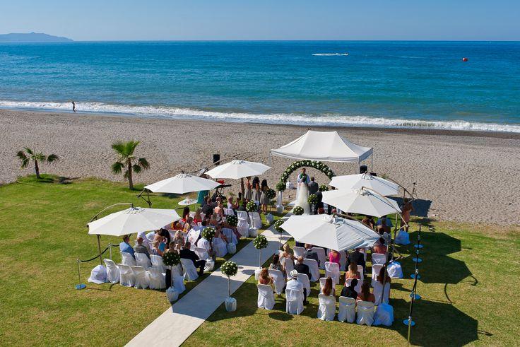 Experience your dream wedding on the beach!