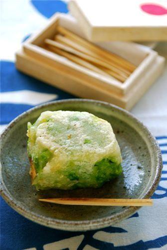 超久々のスイーツレシピ! って、おやつレシピが登場するたび同じ出だしですみません! スイーツと言っても甘くはなくて、ほんのり塩味のグリンピースあんできんつばを…