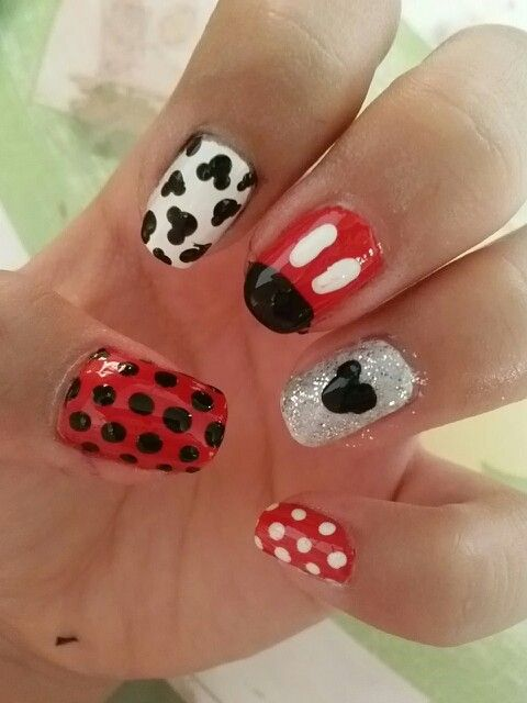 Mickey mouse nails! Inspired by mickey mousr nails by janelle//elleadish but tweaked simpler!
