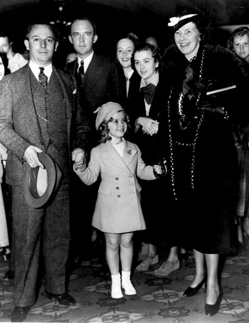 Shirley Temple arrives with her parents at Grauman's Chinese Theatre ...