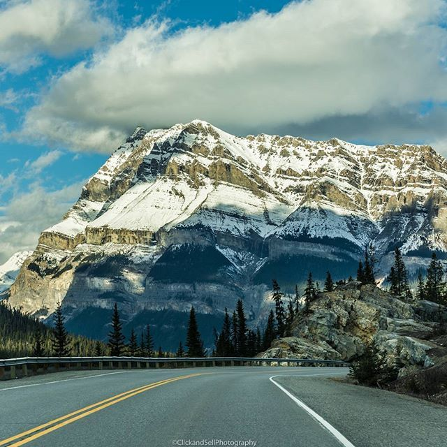 Going down. 📷  Like and share  Check out www.clickandsellphotography.com  #mountains #banff #banffnationalpark #canada #alberta #travelalberta #landscapes #landscapephotography #mountains #Imagesofcanada #unlimitedcanada #ExploreCanada #canada_true @canada