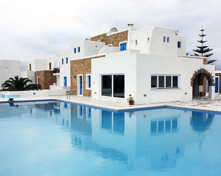 Naxos Holidays hotel is very close to Naxos town and the beach of Saint George. Make your reservation and enjoy your stay!