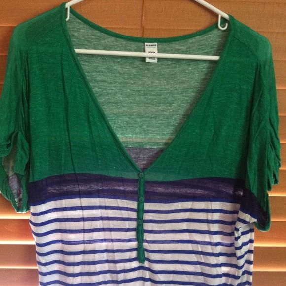 🌿Slouchy stripe top with v-neck Buttons down the front of this cute V-neck striped t-shirt. Old Navy Tops