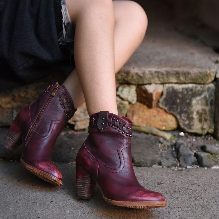 Полусапоги с заклёпками от Artmu   Оригинальные женские кожаные сапоги на высоком каблуке с заклёпками в ковбойском стиле. Боковая молния. Натуральная кожа. Бренд: Artmu. ☮️Цена: 5 800 руб.  На заказ. Доставка, самовывоз. +7 (916) 051-60-02 (whatsapp, viber, telegram) Больше моделей и фотографий на сайте: bohomagic.ru. http://bohomagic.ru/shop/for-her/artmu-polusapogi-s-zaklyopkami/ #бохокупить #бохомагазин #бохошик #бохоодежда #одеждабохо #богемнаяодежда #бохостиль #бохостайл #стильбохо…