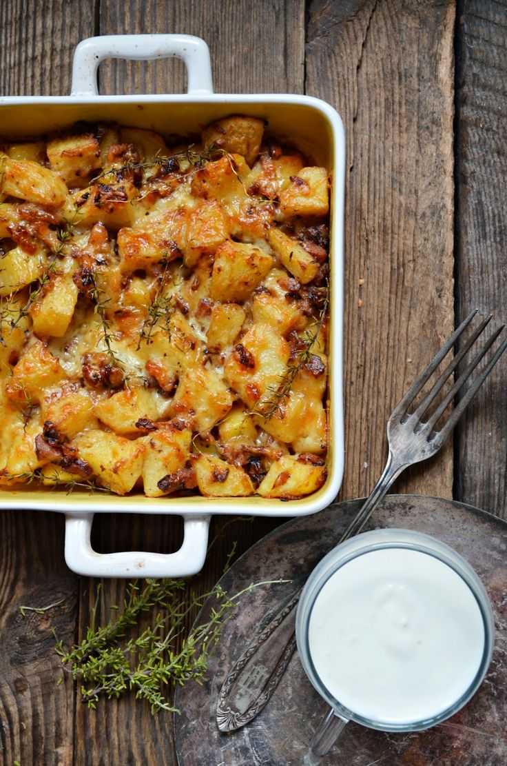 Kitchen in green: Casserole with potatoes and bacon (Tartiflette) - in Polish