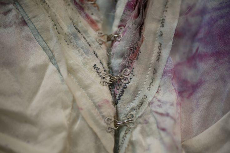 detalle vestido.. parte de atras... foto de Victor Alzate...