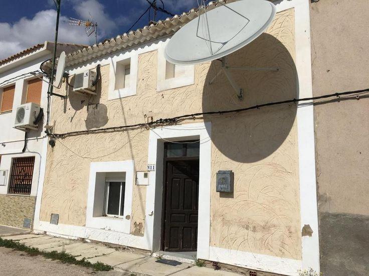 Einmalige Gelegenheit!  Details zum #Immobilienangebot unter https://www.immobilienanzeigen24.com/spanien/comunidad-valenciana/03650-pinoso/Reihenhaus-kaufen/27489:-23096735:0:mr2.html  #Immobilien #Immobilienportal #Pinoso #Haus #Reihenhaus #Spanien