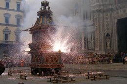 Scoppio del Carro is the highlight of Italy's Easter celebration on Easter Sunday. A 9.1 metre tall antique cart is dragged into Piazza del Duomo completely packed with fireworks and other exciting pyrotechnics. When the cart is lit, it erupts for as long as twenty minutes while church bells ring and the crowd cheers. Read about more obscure Easter traditions by clicking the picture.  #easter #eastertraditions #italy #scoppiodelcarro