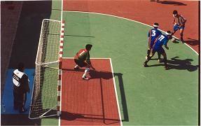 FÚTBOL SALA ADAPTADO. El fútbol para discapacitados visuales se divide en dos grupos, B1 y B2/B3. De los cuales, es el B1 el que ha necesitado más adaptaciones, ya que el otro tipo de discapacitados son capaces de distinguir entre colores.