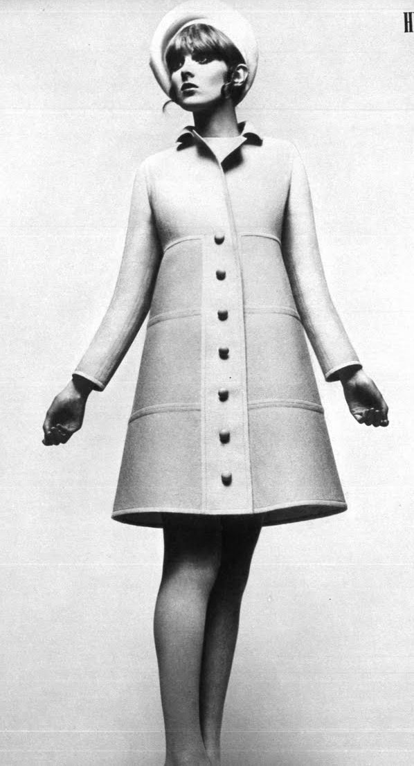 1960's Silhouette: trapeze - Buttons -  Collar - Mod look