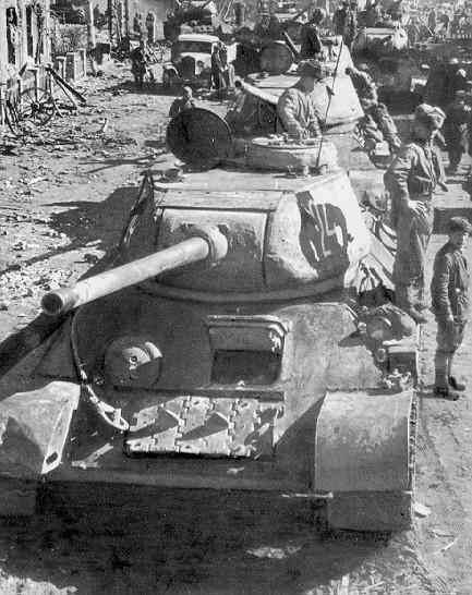 Frontal view of a T-34-85 in town column #WorldWar2 #Tanks