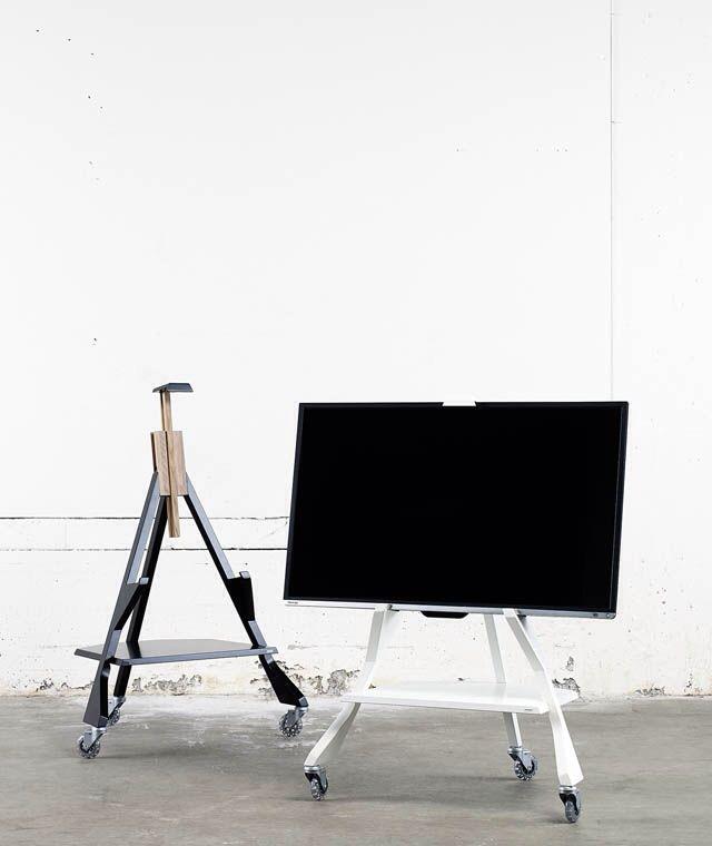 Porta tv su ruote ricorda un cavalletto da pittore e for Costruzione di un pollaio su ruote