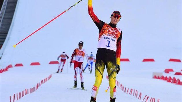 Eurosport - Eric Frenzel kommt vor dem Japaner Akito Watabe ins Ziel ▼12Feb2014 Yahoo Eurosport|Nordische Kombination - Gold-Mission erfüllt: Frenzel wird erstmals Olympiasieger http://de.eurosport.yahoo.com/news/nordische-kombination-gold-mission-erf%C3%BCllt-frenzel-erstmals-olympiasieger-132731870--spt.html #ericfrenzel #frenzel #akitowatabe #watabe #nordiccombined #sochi2014