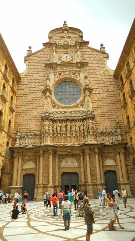 Toegang tot de cathedraal van Montserat