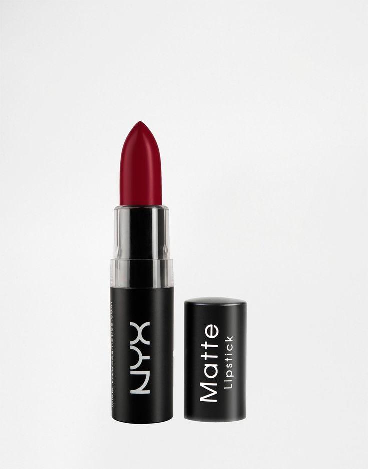 Rouge à lèvres mat. Rouge parfait.