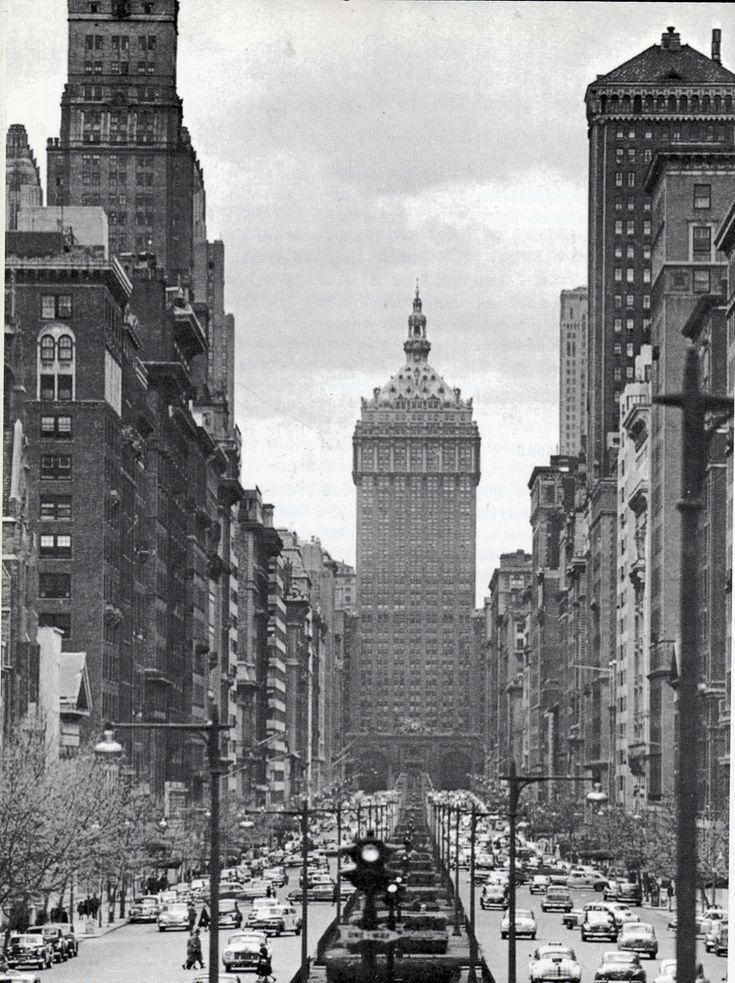 Park Avenue looking south from 72nd. Street. 1948.