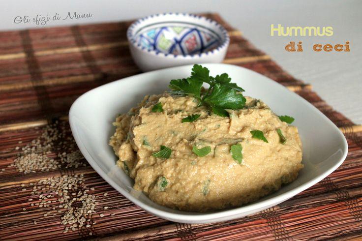 Hummus di ceci, una saporita crema da gustare fredda di origine medio-orientale. Si mangia spesso accompagnata dalla pita, un pane tipico della Grecia.
