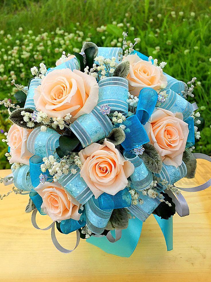 Свадебный букет 💐 для невесты 👰 со стабилизированными живыми цветами !!!! Такой букет не завянет, а будет напоминать о прекрасном событие несколько лет💕💕💕 или просто прекрасное украшение интерьера 💐💕💕💕 #свадебныйбукет #букетневесты #свадебныйдекор #букетназаказ #стабилизированныецветы #свадьба #вечныйбукет #свадьба #свадебныйфлорист