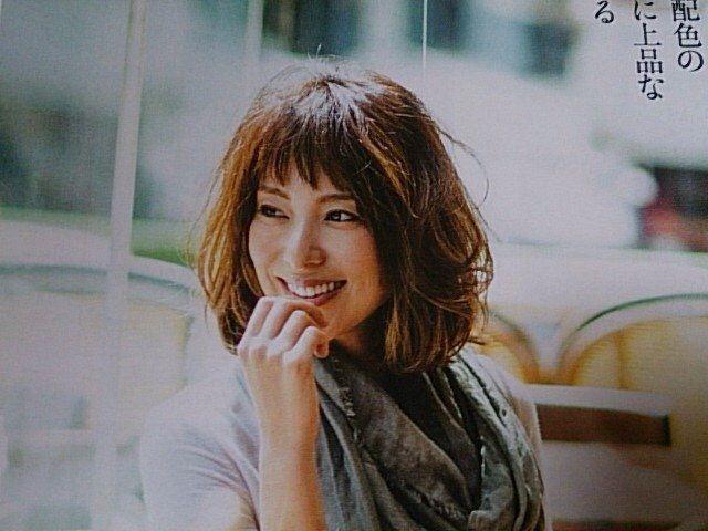 小泉里子髪型画像30選|ボブ、パーマ、前髪短め 、前髪長めも♡の画像 | 美人部