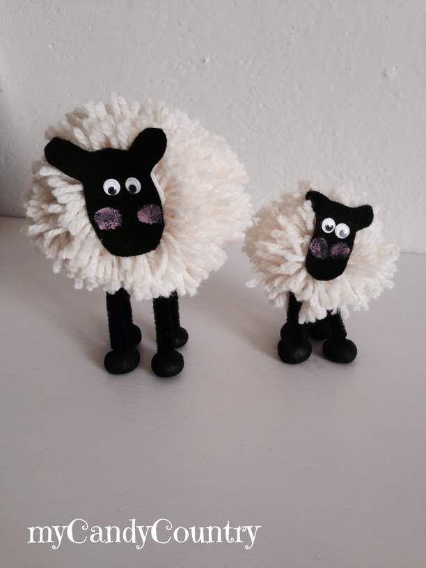 Creare le pecorelle di pom pom     myCandyCountry un blog di creatività, idee creative fai da te e riciclo creativo. Tanti tutorial creativi su lavoretti creativi fai da te e hobby femminili creativi. Idee fai da te Natale, Idee fai da te Pasqua, Idee fai da te Halloween,   Dopo una nottata di pioggia si sa, l'aria è più briosa e l'erba sicuramente più fresca. Lo hanno confermato le due pecorelle di pom pom che ho trovato a pa