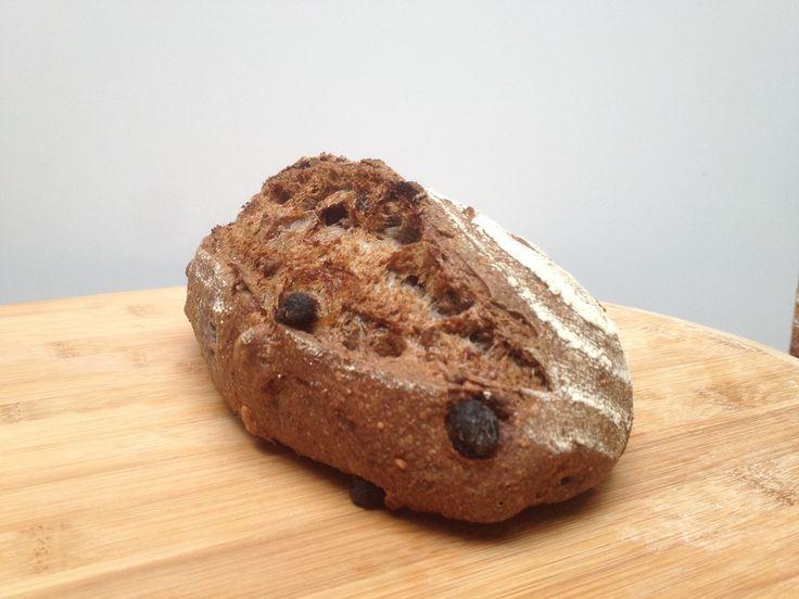 Pan de centeno, pasas y nueces, nuts, bread