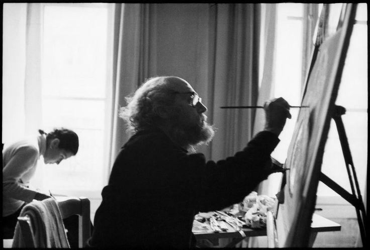 Henri Cartier-Bresson //  Greek painter, Yannis TSAROUCHIS. 1971.Στο έργο του Γιάννη Τσαρούχη εκφράζεται κυρίως η χαρά και το θαύμα της ζωής. Προσπάθησε να ισορροπήσει τις μεγάλες παραδόσεις και να συλλάβει τις αιώνιες καλλιτεχνικές αξίες. Οι πίνακές του περικλείουν αφομοιωμένα πολλά λαϊκά και λαογραφικά στοιχεία ιδιαίτερα του λιμένος του Πειραιά. Θεωρείται από τους μεγαλύτερους σύγχρονους Έλληνες ζωγράφους με διεθνή προβολή και ιδιαίτερα στη Γαλλία.