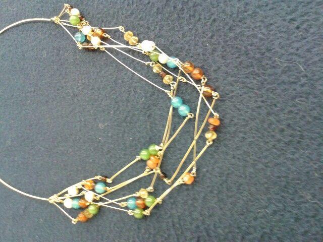 Geelgouden ketting met halfedelstenen kralen