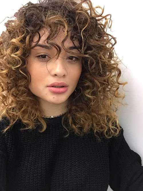 15 Hübsche Lockige Frisuren Mit Pony Hairstyles 2018 Curly Hair