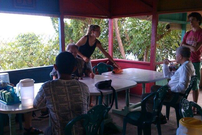 Lunchpauze, op weg naar Gorontalo