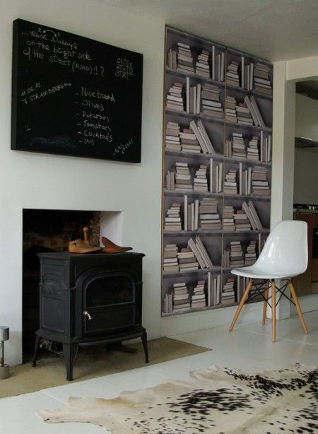 Trompe l'oeil wallpaper Vintage Bookshelves by Studio Mold The Vintage Bookshelf wallpaper features shelves of old books to create a vintage library look. It can be used to create the feeling of a study, reading room or an old bookshop! Perfect for feature walls or a whole room. #thecollection