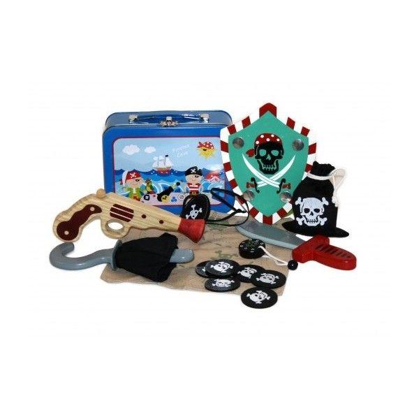 Ecco tutto l'occorrente per fare del vostro bambino un vero pirata. Pratica per essere portata in giro anche nelle gite fuori porta e cercare con la mappa il tesoro nascosto.