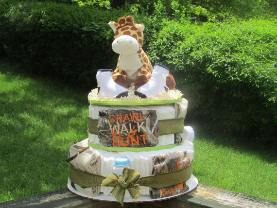 Have everything you need for hunting season with this Camo themed diaper cake! The Camouflage diaper cake is perfect to give the mother-to-be as a