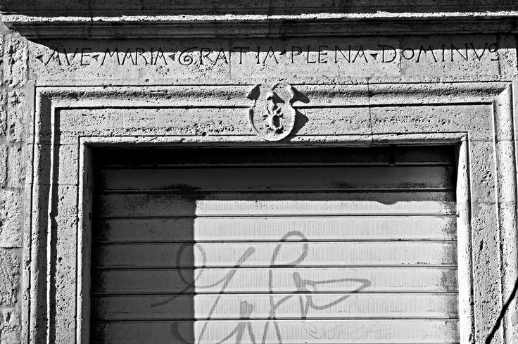 Ave Maria gratia plena. Ascoli Piceno, Via Pretoriana 47.