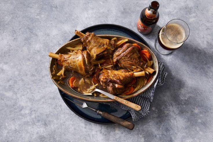 Het malse vlees stoof je uren lang samen met het zachtzoete bockbier. Het resultaat is fantastisch! - Recept - Allerhande
