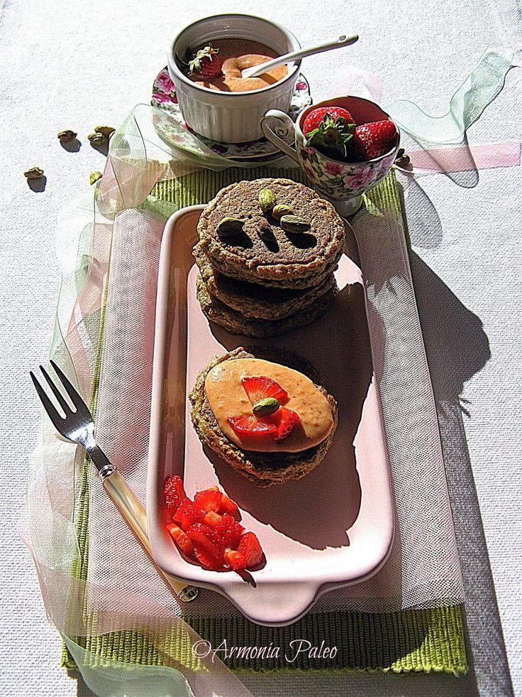 Pancakes ai Pistacchi con Curd di Fragole di Armonia Paleo