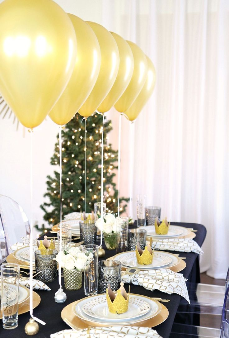 Holiday Balloon Centerpieces Dinner party table settings
