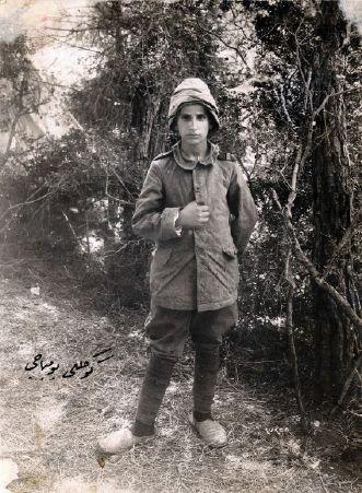 Çanakkale'de savaşan 13 yaşındaki Gönüllü Bombacı Ali Reşat Çavuş'un fotoğrafının hikayesi http://www.zaman.com.tr/gundem_canakkalede-savasan-13-yasindaki-gonullu-bombaci-ali-resat-cavusun-fotografinin-hikayesi_2283661.html