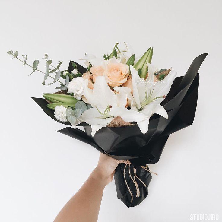 Studiojiro (Instagram) graduation Bouquet
