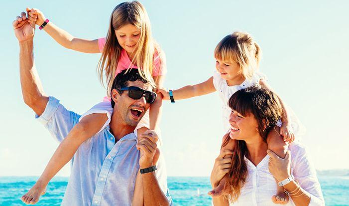 Amyko è il braccialetto che ti consente di andare in vacanza con i tuoi bambini in sicurezza: registra tutti i dati medico-sanitari e di primo soccorso