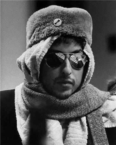 25 Photos Of Bob Dylan Being A Badass