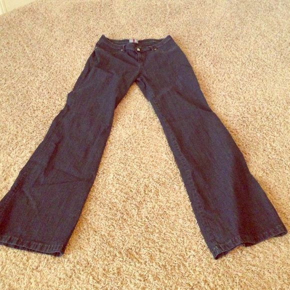 Dark wash Anna Sui jeans Size 31 dark denim Anna Sui jeans. Great to wear to a holiday party! Only worn once. Runs small so I would say more like a size 8/10 Anna Sui Jeans Boot Cut