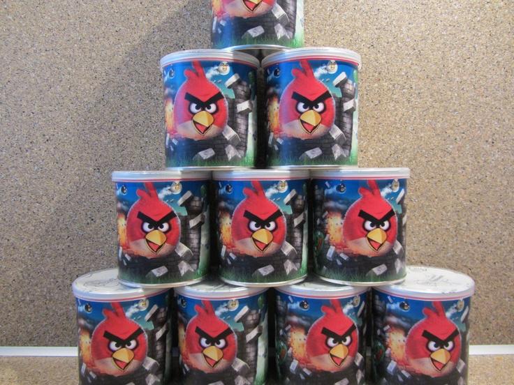 Angry birds traktatie, leuke pringleswikkel met blikje pringleschips, kijk voor meer info op www.vrolijketraktaties.nl