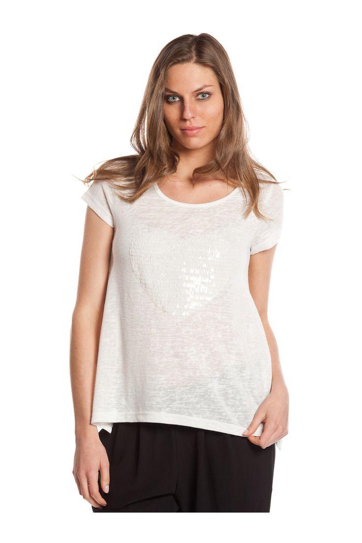 T-shirt de manga corta, con parche de lentejuelas. - MUJER   Rosalita McGee  #whiteforsummer #whitestyle #whitetshirt #camisetablanca  #blancototal #rosalitamcgee #camisetacorazon #camisetalentejuelas #sequins
