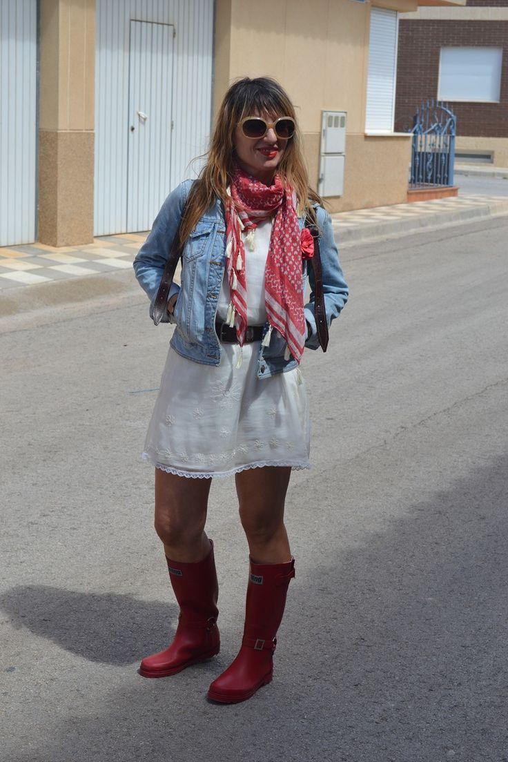 Mis nuevas botas de agua Mustang, Y ademas sombreros, Villamalea, Albacete, Spain