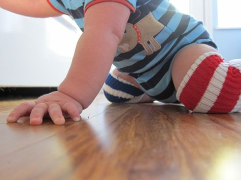 Easy DIY No-Sew Knee Pads for your crawling baby. I'm going to go make these right now!