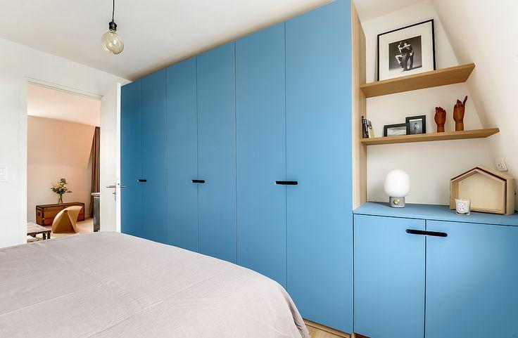 Architectes d'intérieurs, Agence Transition interior Design, Architectes: Margaux Meza et Carla Lopez Dressing bleu bois chambre