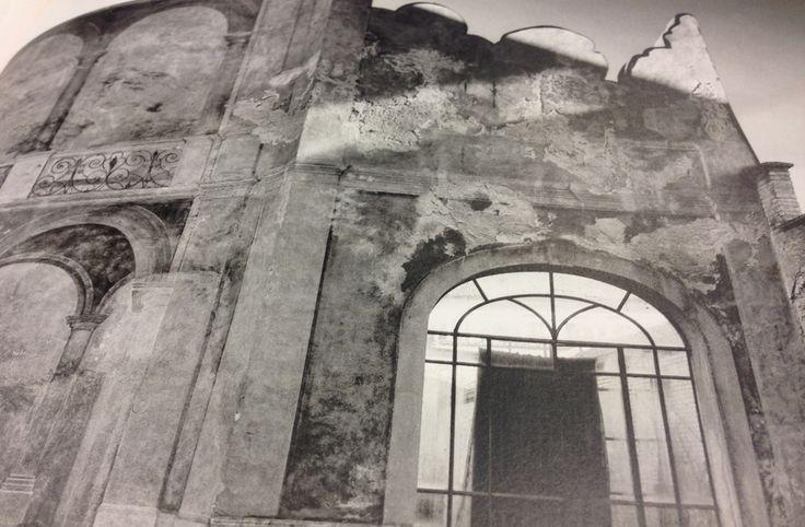 """Die Bilder Casavecchias sind Zeugen einer verlassenen Welt – Kirchen, Monumente einer vergangenen Zeit. #Foto aus """"View Frames"""" von Roberto Casavecchia #schwarzweiss #blackandwhite"""