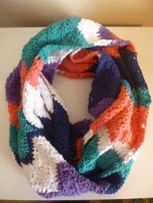 Cactus Pop Crafternoon: Cute Chevron Crochet Scarf 1 http://www.cactuspop.com/crafternoon-sessions-crochet-chevron-infinity-scarf/