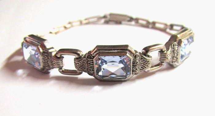 Online veilinghuis Catawiki: 935 zilveren art deco armband met 3 aquamarijn spinellen van ca. 6 ct, volgens Verneuil, gemaakt door Laurin, rond 1930
