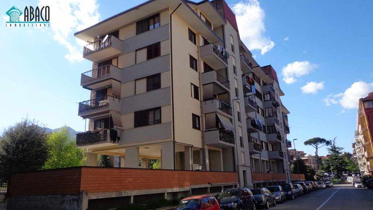 Proponiamo box-auto di circa 20 mq in prossimità di Via Piave. Serranda e cancelli condominiali elettrici.